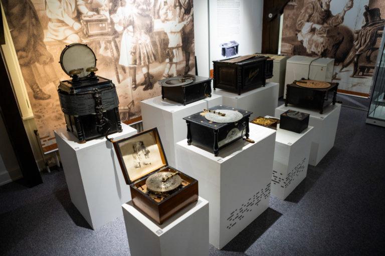 Ein Teil der Hauptausstellung im Museum mechanischer Musikinstrumente in Königslutter am Elm.